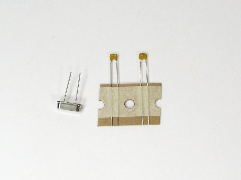 16 MHz crystal and capacitor set